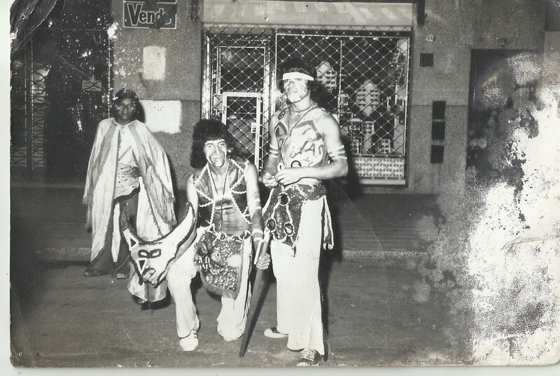 Los indios Kiowas en la calle