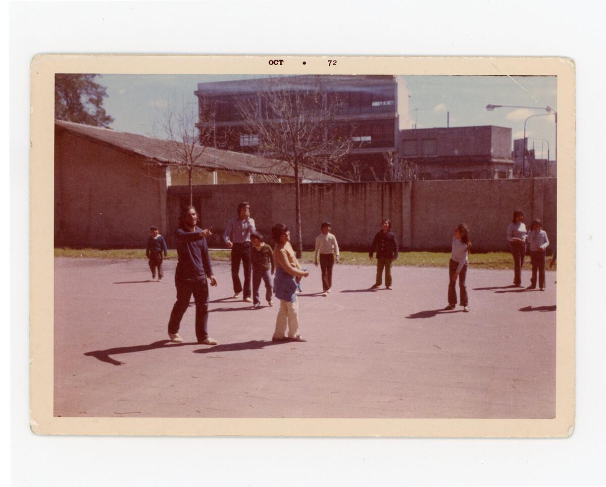 Gerardo Ciriani, maestro y amigo del Negrito, jugando a la pelota