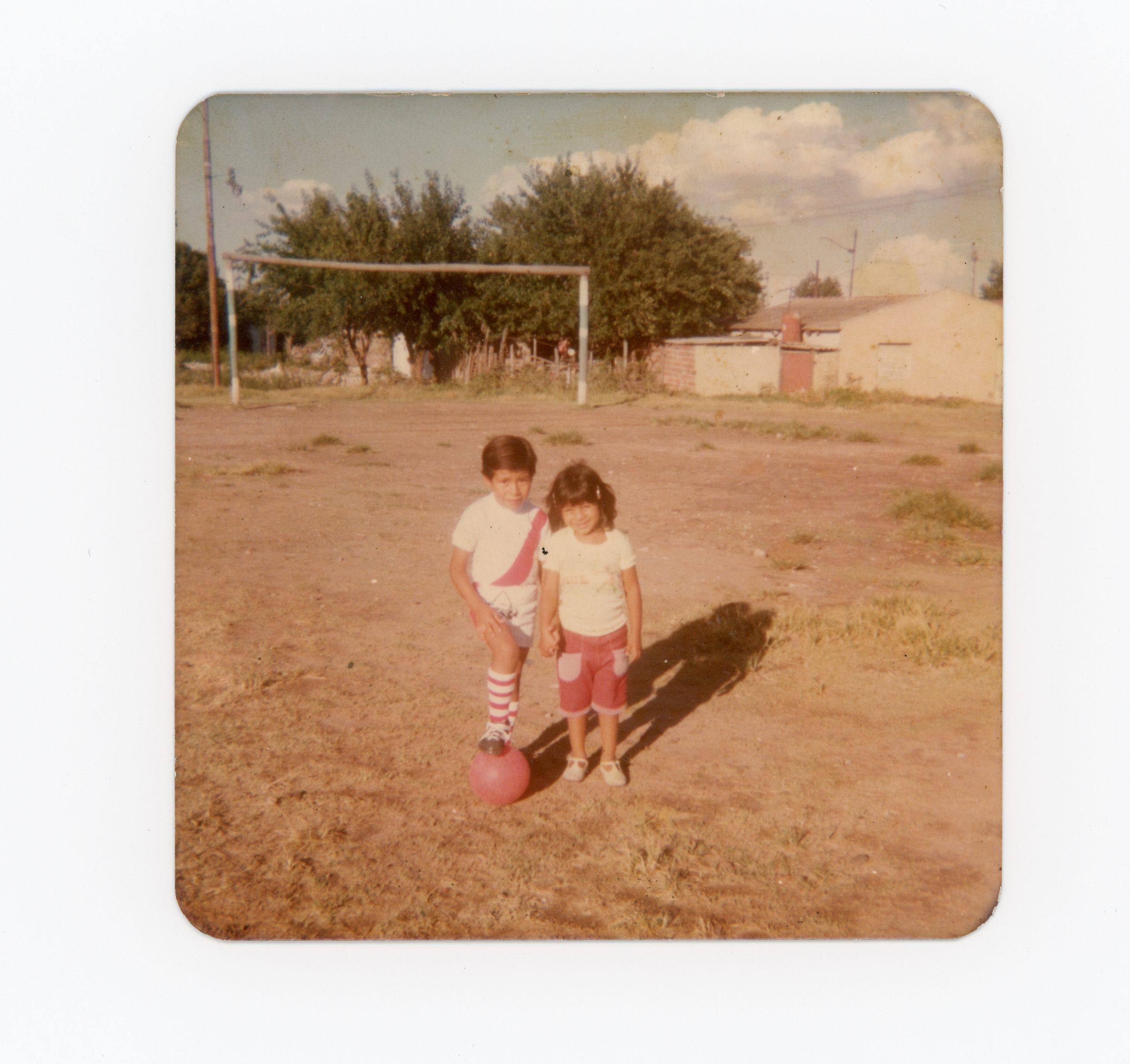Estela y Miguel Ángel Sarapura en la Cancha de los Huérfanos