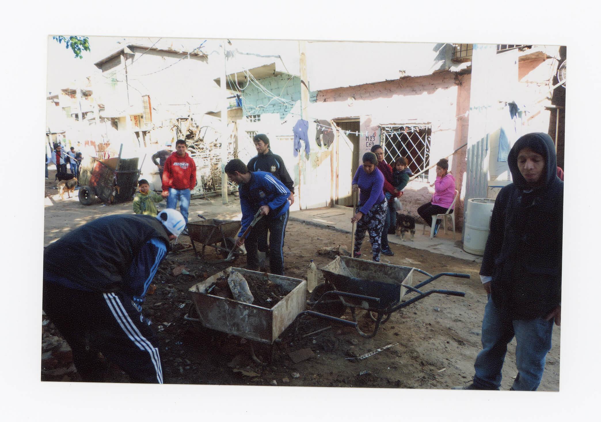 Jornada solidaria entre vecinxs de la manzana 22
