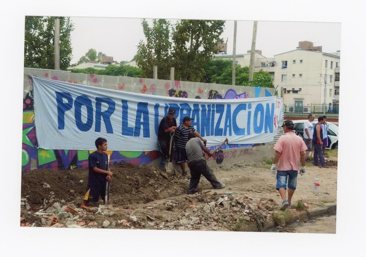 Jornada solidaria de construcción de cloacas en la manzana 28